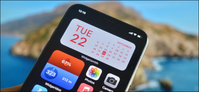 Utilisateur iPhone créant un widget personnalisé pour l'écran d'accueil