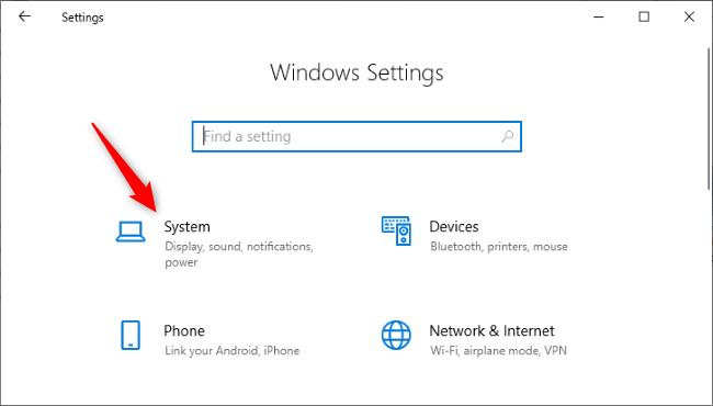 """En cliquant sur le """"Système"""" icône dans les paramètres de Windows 10."""
