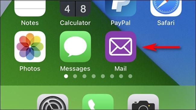 """Une coutume """"Courrier"""" icône de l'application sur iPhone."""