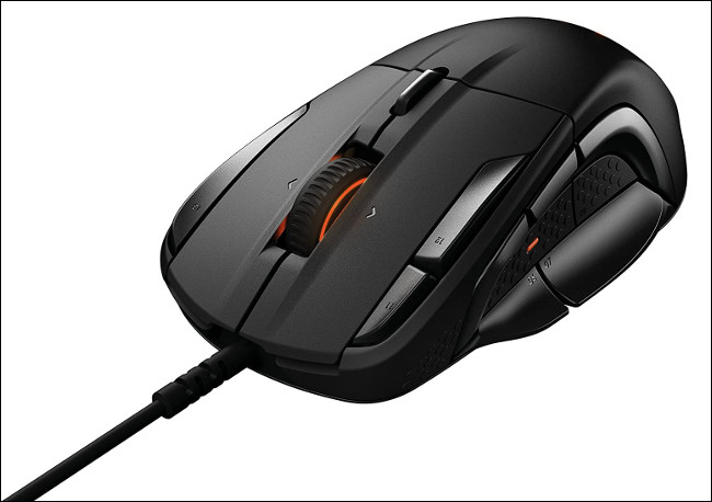 Une souris gaming SteelSeries Rival 500.