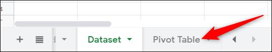 """Si votre tableau croisé dynamique ne s'ouvre pas automatiquement, cliquez sur """"Tableau croisé dynamique"""" au bas de votre navigateur pour l'ouvrir."""