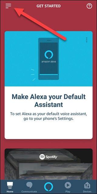 Application Alexa avec une flèche pointant vers le menu hamburger dans le coin supérieur gauche.