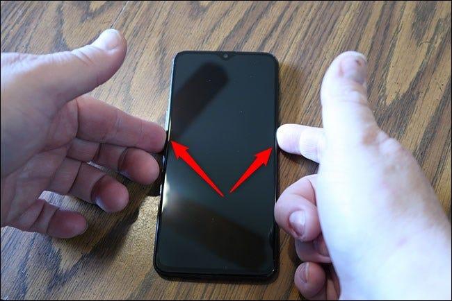 Pour démarrer votre téléphone en mode rocvery, maintenez enfoncés les boutons d'alimentation et de réduction du volume.