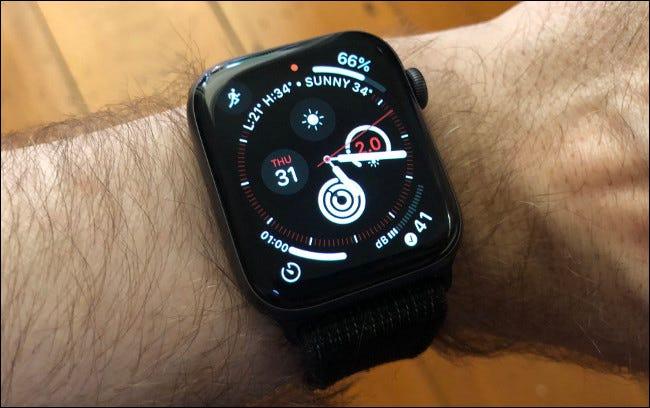 Informations météorologiques sur une Apple Watch Series 4.