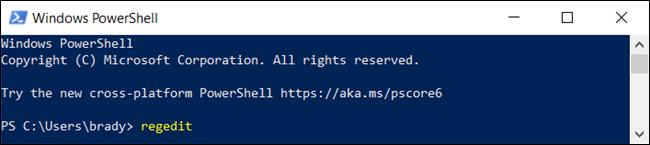"La ""regedit"" commande dans un ""Windows PowerShell"" fenêtre."
