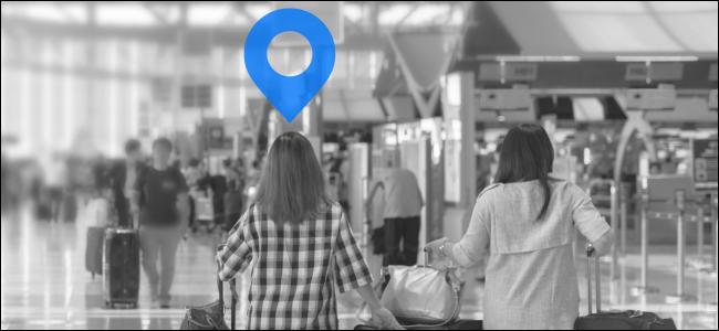 Symbole d'emplacement au-dessus de fille marchant dans l'aéroport bondé