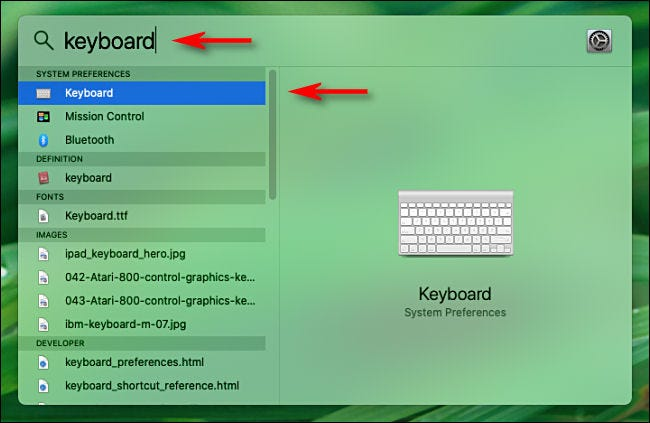 Ouvrez Spotlight sur Mac et saisissez un mot pour rechercher les options de préférence système.
