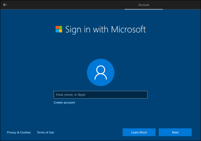 Windows 10 nécessitant un compte Microsoft pour continuer.