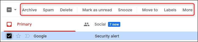 Options au-dessus d'un e-mail sélectionné affichées sous forme de texte.