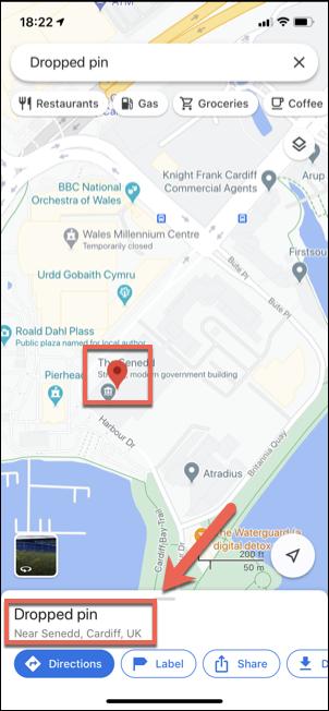 """Appuyez sur le """"Épingle abandonnée"""" boîte après avoir déposé une épingle rouge dans Google Maps sur iPhone ou iPad."""