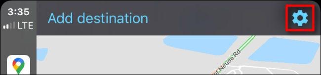Appuyez sur l'icône d'engrenage bleue pour entrer les paramètres dans Google Maps sur CarPlay via iPhone.