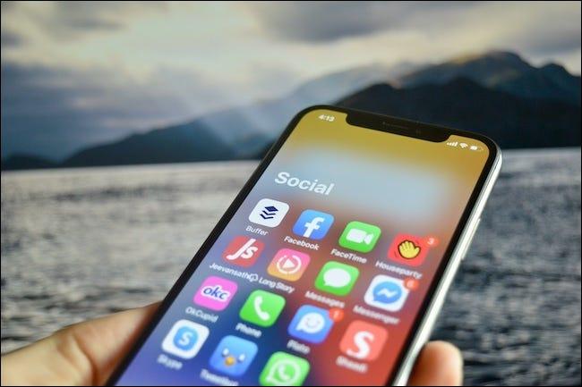 Un dossier App Library ouvert dans iOS 14.