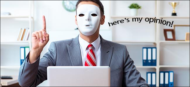Un homme masqué donnant son avis en ligne.  Ce n'est probablement pas un avocat.
