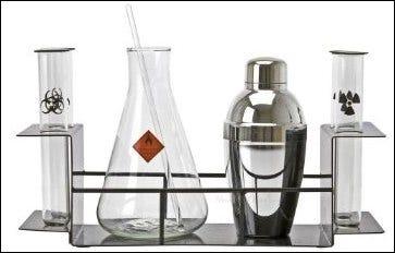 Image d'un ensemble de cocktails sur le thème de la chimie.