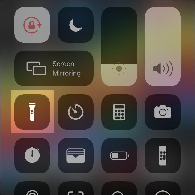 Le centre de contrôle sous iOS.