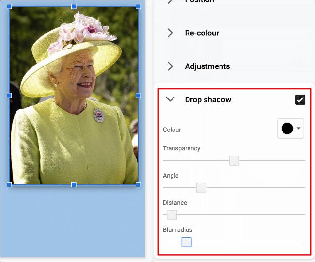 Pour appliquer une ombre portée à une image dans Google Slides, cliquez sur Format> Options de format> Ombre portée» width=»650″ height=»540″ onload=»pagespeed.lazyLoadImages.loadIfVisibleAndMaybeBeacon(this);» onerror=»this.onerror=null;pagespeed.lazyLoadImages.loadIfVisibleAndMaybeBeacon(this);»/></p> <p>Vous pouvez modifier la couleur de l'ombre portée, dans quelle mesure vous voulez qu'elle s'étende et à quel angle, à quel point vous souhaitez qu'elle soit floue et le niveau de transparence qui lui est appliqué.</p> <p>À l'aide de votre souris ou de votre pavé tactile, déplacez les curseurs vers la gauche ou la droite pour régler les niveaux de chacune de ces options.  Utilisez le menu déroulant pour sélectionner la couleur de l'ombre portée.</p> <p><img loading=
