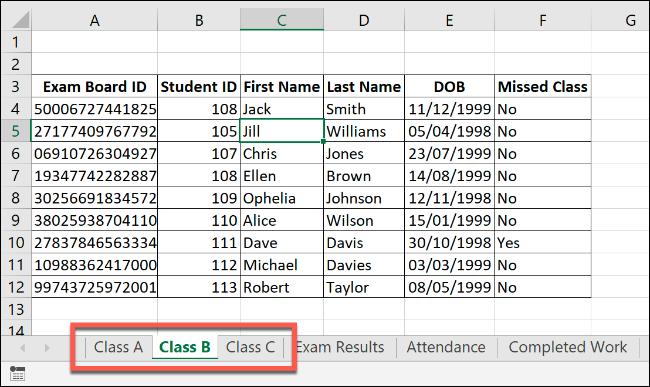 """Un classeur Excel avec des feuilles de calcul similaires """"Classe A,"""" Classe B,"""" et """"Classe C."""""""