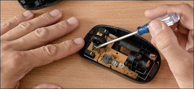 Réparer les composants internes d'une souris d'ordinateur