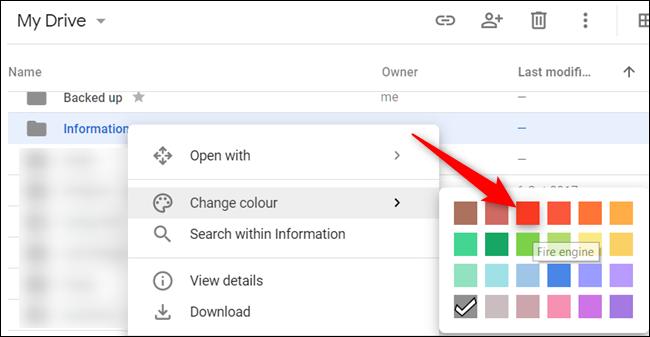 """Cliquez avec le bouton droit sur un dossier, pointez le curseur de votre souris sur """"Changer de couleur,"""" puis choisissez une couleur pour le dossier."""