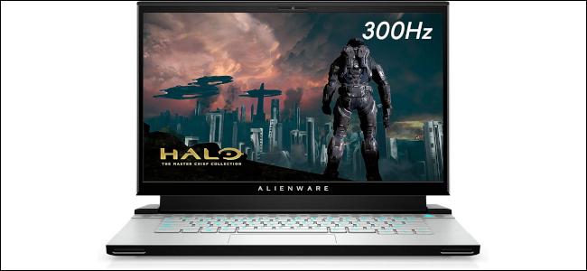 L'ordinateur portable de jeu Alienware m15 avec une image Halo affichée à l'écran.