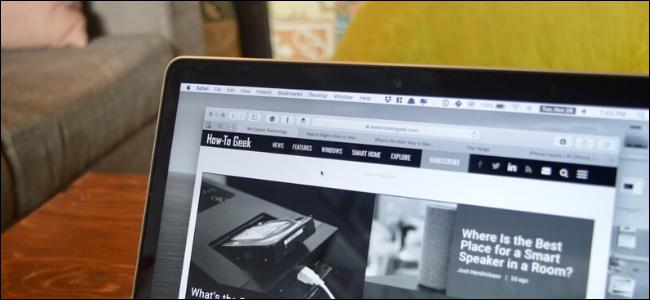Un écran MacBook avec le filtre en niveaux de gris activé.