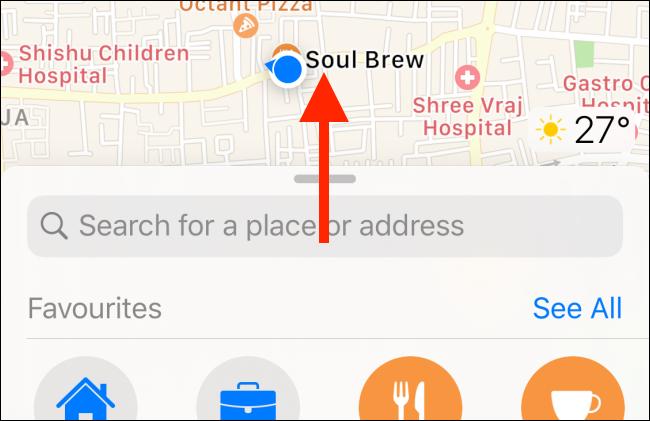 Faites glisser votre doigt vers le haut pour développer le menu dans Apple Maps.