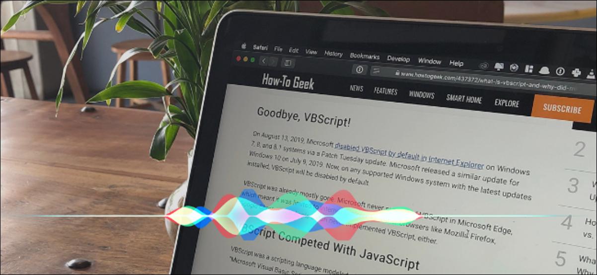 Texte d'un site Web affiché à l'écran avec une forme d'onde Siri