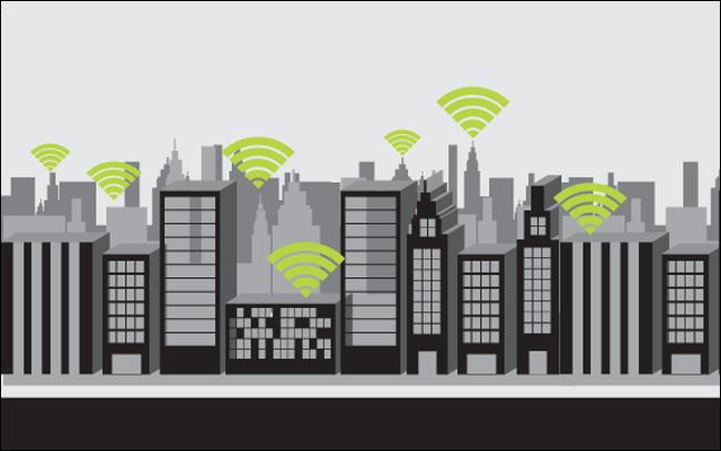 Icônes Wi-Fi superposées sur un paysage urbain.