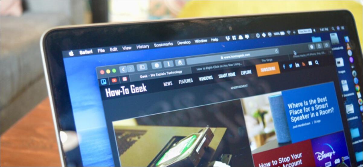 MacBook montrant le site Web How to Geek en mode sombre sur Safari