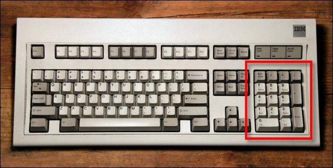 Pavé numérique sur un clavier IBM Model M
