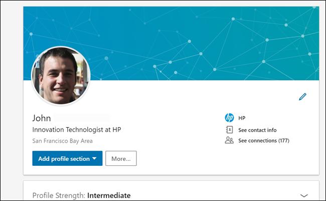 """Profil Linkedin de notre """"John"""" montrant 177 connexions et une liste de travaux HP."""